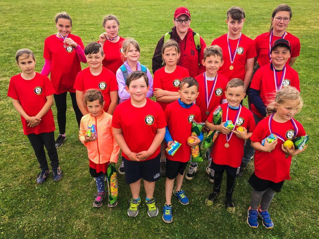 Skupinové foto dětí z volejbalového oddílu